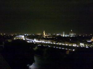veduta notturna di firenze da piazzale michelangelo.La massima espressione,la massima visione del Rinascimento