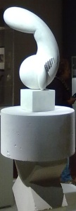 Constantin Brancusi;scultura in gesso per fusione in bronzo. Brancusi è stato uno  scultore a cui Modigliani deve molto nella ricerca della forma pura. Non ci si scandalizzi per l'aspetto fallico della scultura!