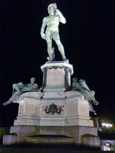 copia (falso michelangelo) bronzea del david di michelangelo presso piazzale michelangelo firenze