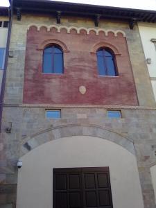 facciata attigua al 'Palazzo Blu di pisa'