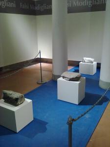 Le tre false teste di Modì,insieme al Museo nazionale di san Matteo ,Pisa.