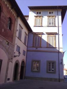 scorcio di 'Palazzo Blu' di Pisa ,visto da via Toselli