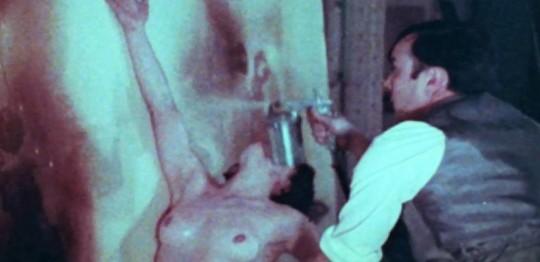 Yves Klein; anthropometries en peignant