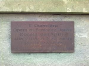 targa del guerriero di botero Pietrasanta (LU)