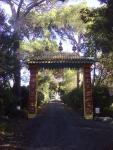 portale d'ingresso,dell'Istituto Lama Tzong khapa di Pomaia (Pisa)
