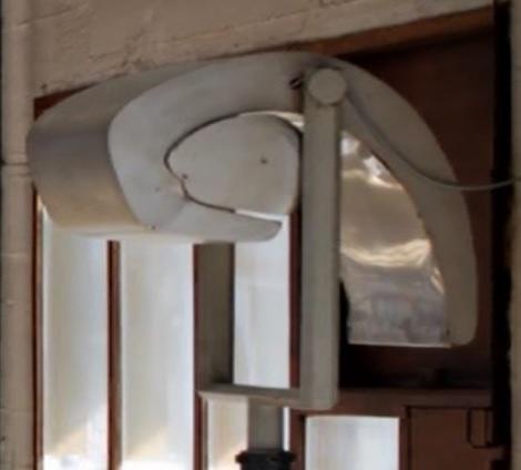 """L' escargot popolare . Particolare de """"  L' unité d'habitation de Marseille """" di Le Corbusier . L'escargot è qui un elemento in serie in materiale 'non nobile' finalizzato ad illuminare i corridoi dell'immobile -palazzina di Marsiglia."""