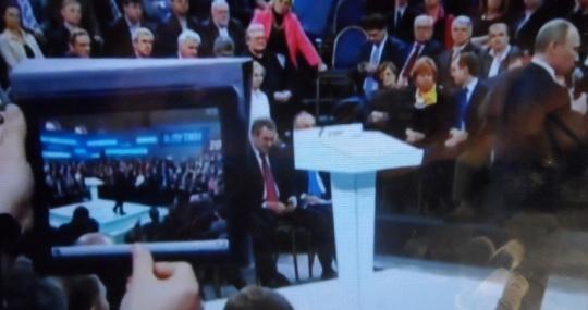 Putin  - 'Vova' - per gli amici, ad una trasmissione di qualche mese fa mentre parla di un'oscura organizzazione - con sede in Europa - che prende di mira, ed uccide, dei leader russi  con l'intento di far ricadere la colpa su altri leader russi ( tra cui Lui stesso).