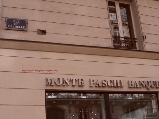 Per gli italiani; anche nel cuore di Parigi l'espressione del clientelarismo e dello sciovinismo da voto capitario tira a campare! La banca fallimentare  senese MPS nel centro di Parigi