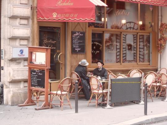 La dolce vita à Paris. Certo l'eleganza come elemento quotidiano è di prammatica