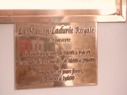 Maison Ladurée,Paris; targa oro per dei prezzi oro per 'merende' da stagno!