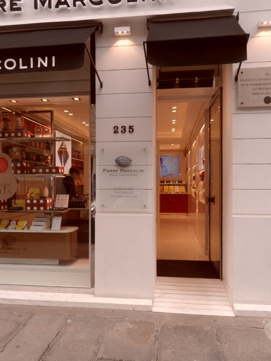 Pierre Marcolini, cioccolateria in rue Saint Honorè, fa da pendant a La Durée
