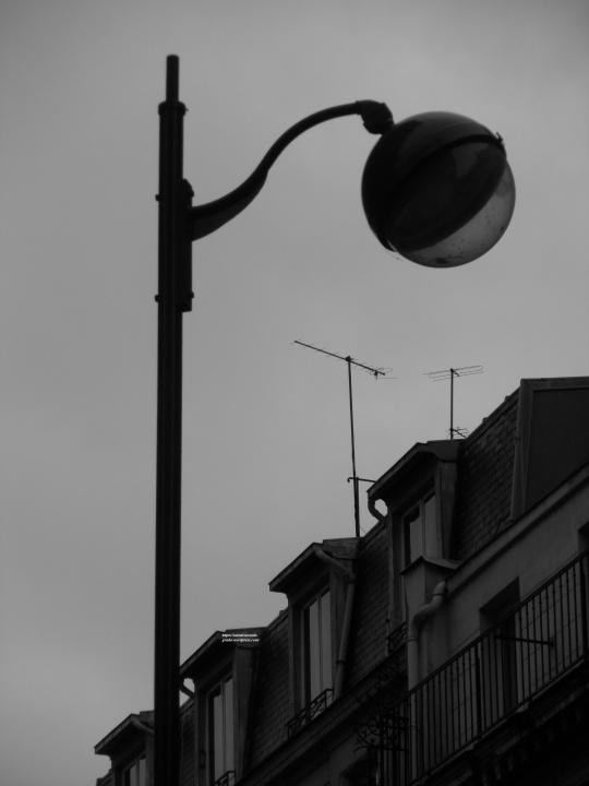 Une lune sous le chapeau nommé Paris