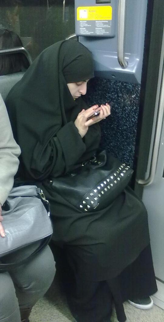 La  tricoteuse parisienne del XXI secolo