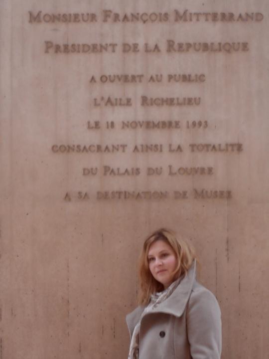 La Francia ringrazia per l'idea del suo ex Presidente - F. Mitterand - di una piramide ( più due) nella corte del Louvre... Immaginatevi le polemiche in Italia per una scelta similare.