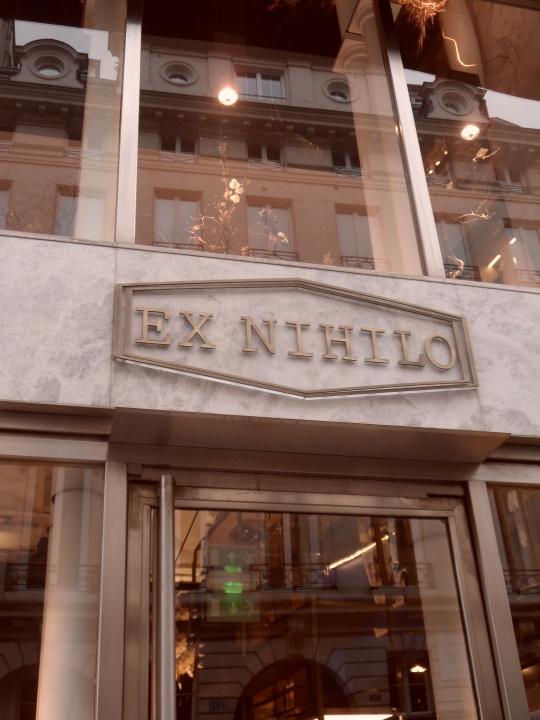 Il nostro catarino è andato a far spesa nella boutique :' EX NIHILO' ? Sicuro di farla franca per divieto di sosta ?