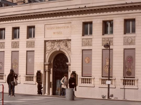 """Il museo del Legionario accanto a quello d'Orsay; ricordate il vecchio motto dei legionari francesi :  """" : """" marche ou crève !"""" ?"""