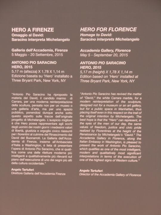 Didascalia di quanto sopra; Antonio Pio Saracino, il suo David di Michelangelo, esposto -estate 2015- presso la Galleria dell'Accademia di Firenze .