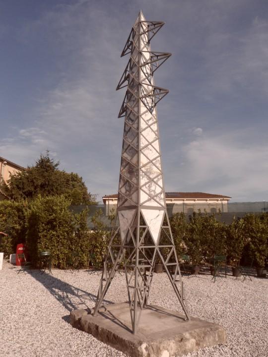 Obelisco di Fabio Viale