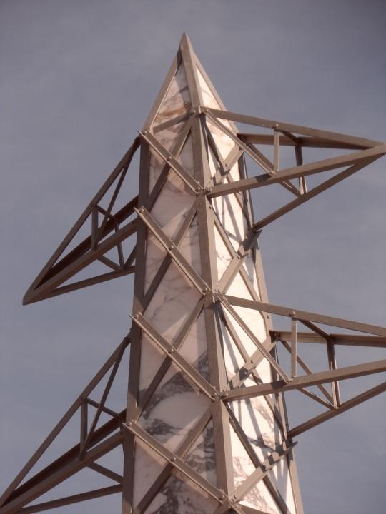 Obelisco di Fabio Viale, particolare