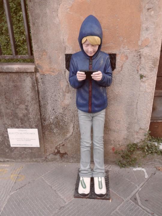 omaggio alla città di Pietrasanta di Monreale. L'uso eccessivo dei video giochi nuoce alla salute