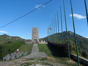 Il monumento, posto in cima al paese di Sant'Anna di Stazzema (Lucca), ai civili caduti, 560 persone tra uomini donne e bambini . Il monumento è - architettonicamente - una sorta di nuraghe sardo .