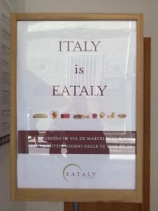 locandina Eataly in via Ricasoli pubblicizza la sede fiorentina nella parallela via de' martelli. 1