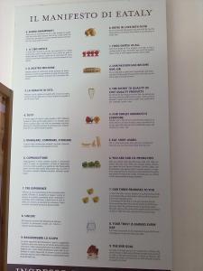 locandina Eataly in via Ricasoli pubblicizza la sede fiorentina nella parallela via de' martelli.2