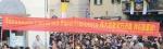 Papa francesco I a Prato 10 novembre 2015; uno striscione in lingua cinese, trovandoci nella città di Prato, è inevitabile. Benchè l'universo asiatico cinese sia agli antipodi dal mondo cattolico ed in genere cristiano.