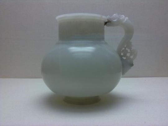 brocca in silicato di calcio - nefrite - appartenuta ad un diretto discendente di Tamerlano e ,a sua volta avo della dinastia mongola in India