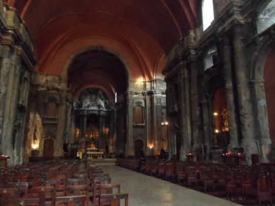 Chiesa di Sao Domingos Lisboa; chiesa tipica ma... non terminata nei suoi decori interni.