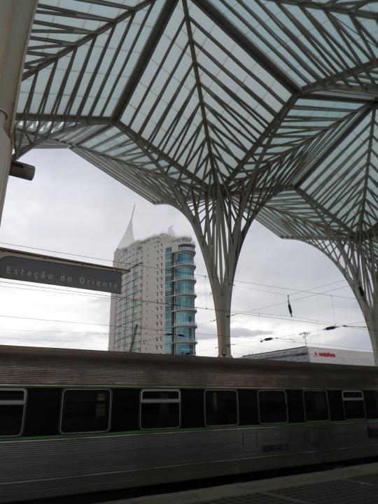 Stazione Oriente 'Gare do Oriente' di Santiago Calatrava Parque das Nações – Parco delle Nazioni Lisbon Un palmeto metallico non molto riuscito se non nelle intenzioni 'su carta / progettuali'