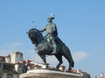 Lisboa on the road; cosa non si fa in vita per essere perennemente ricordati nella storia, con un bel monumento equestre in bronzo! E... naturalmente un gabbiano che ti lascia un 'ricordino' in capo!