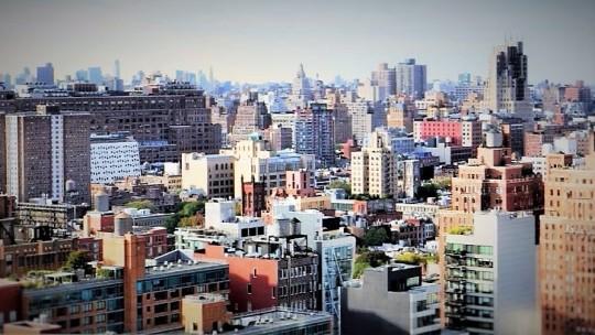 New York ; la novella Roma antica. Espressione, come la Roma di allora, di tutti i mali e nel contempo traguardo di ogni desiderio impossibile da realizzare in qualsiasi altra città...