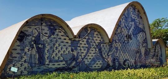 Oscar Niemeyer  Chiesa di San Francesco Belo Horizonte  Pampulha (Brasile) 1943  AZULEJOS  'esportate' ,come la lingua, in Brasile.