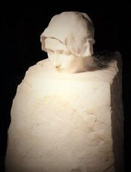"""N. Leonidas rovescia forse qui, in questa singolare costruzione , le versioni de ' il pensatore ' ? Confronta con la seguente fotografia; """"La Pensée"""" di Auguste Rodin,"""