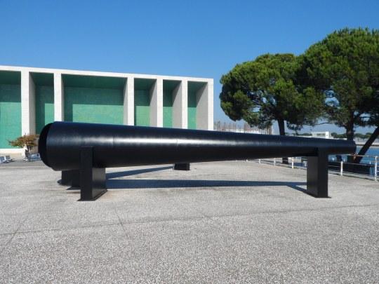 Portuguese Pavilion architect Alvaro Siza ; Cfr. con quanto ; https://soloalsecondogrado.wordpress.com/2015/12/09/que-voce-quer-lisboa-do-you-want-to-lisbon-follow-me-ii/ e https://soloalsecondogrado.wordpress.com/tag/horas-de-chumbo/
