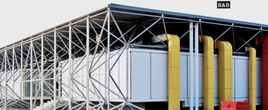 Renzo   Piano; l'headquarter B&B,Italia,ditta  di Piero Ambrogio  Busnelli  Novedrate  (Como) E' questa la costruzione di ,antecedente  il Beaubourg - Centre Pompidou, costruita da Piano poco tempo prima in Brianza. E assolutamente identica - tranne che per le dimensioni - al Centre Beaubourg.