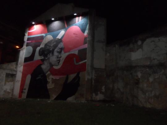 Murales , ovvero graffitismo, graffiti; realtà di strada ormai universale, segno di un grande appiattimento che vuole comunque  esprimersi .