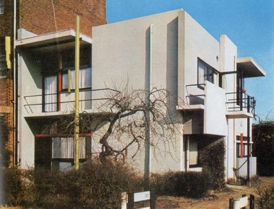Thomas Gerrit Rietveld;  casa Schröder 1924 Utrecht Olanda Interessante costruzione senza piani/muri perimetrali in cui anche la tinteggiatura svolge il ruolo di sfalzare ogni possibile piano murale perimetrale.
