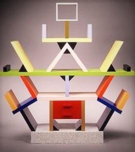 Ettore Sottsass junior Libreria. Si confronti questo prodotto di design di Sottsass con quanto sopra. La somiglianza è inequivocabile. Ma non per plagio, bensì per inevitabile convergenza artistica.