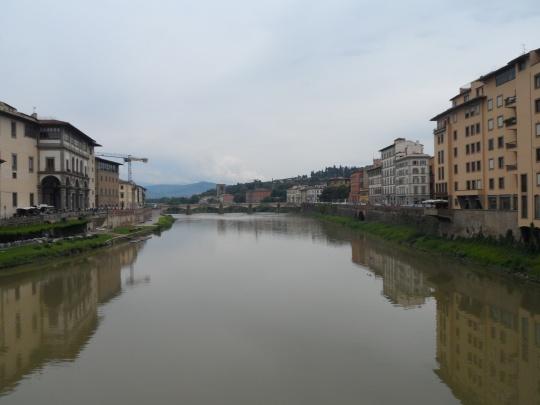 Lungarno Torrigiani,  a destra di chi guarda, visto da Ponte vecchio poco prima del crollo,del 24 maggio 2016 - Firenze