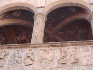 """Particolare della colonnina tra i due archi a cui fu appeso  'Bernardo di Bandino Baroncelli"""" ; ; il congiurato e sicario che ferì Lorenzo il Magnifico e uccise il fratello Giuliano de Medici."""