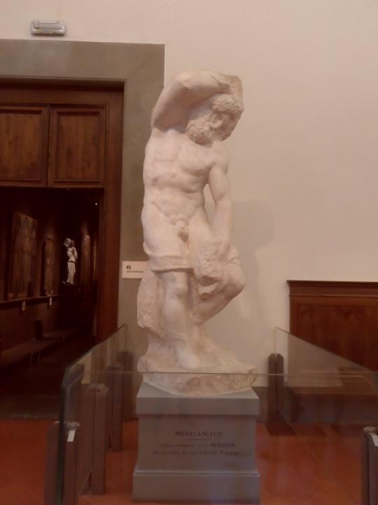 Michelangelo Buonarroti Incompiuto e NON non finito           Prigione II                 fronte          per la tomba di Papa Giulio II a            Roma       Galleria dell'Accademia       -Firenze-