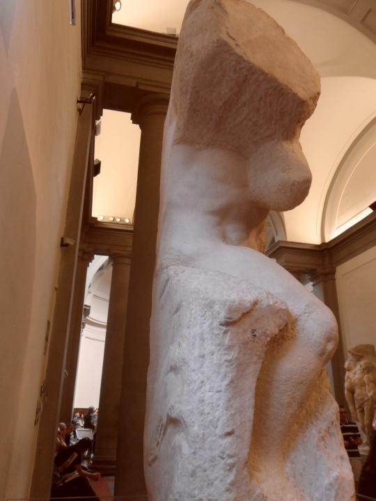 Michelangelo Buonarroti Incompiuto e NON non finito             Prigione                  profilo         per la tomba di Papa Giulio II a           Roma       Galleria       dell'Accademia     -Firenze-