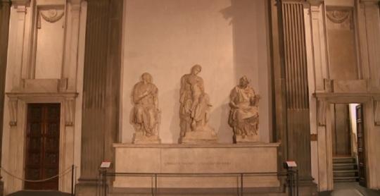 Michelangelo Sagrestia nuova all'interno della Cappella medicea nel complesso di San Lorenzo Firenze la tomba di Lorenzo il Magnifico e del fratello Giuliano
