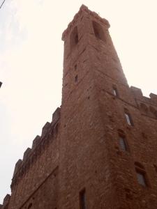 Torre Volognana presso il   Palazzo del Bargello o Palazzo del Capitano del Popolo .