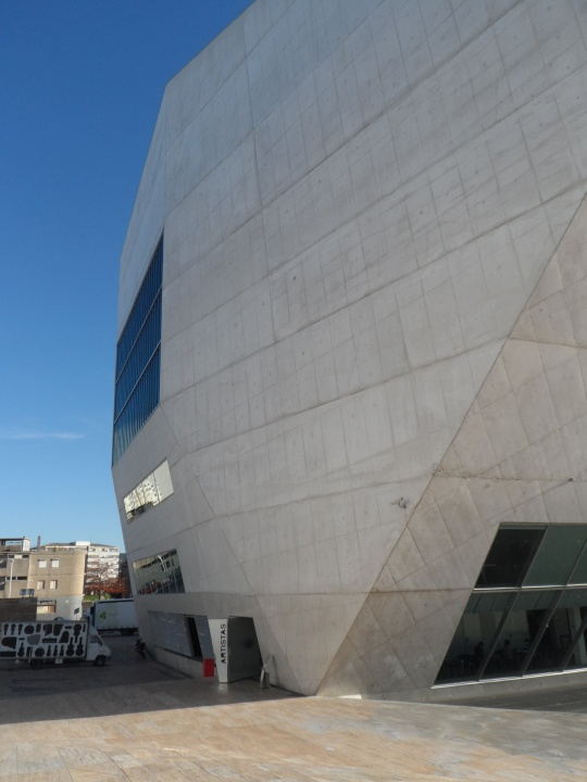 Casa da Musica  by Rem Koolhaas     esterno (entrata artisti)