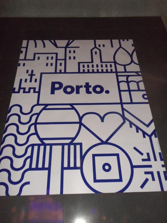 Logo  'Novo logótipo da Câmara Municipal do Porto'               by      White Studio,S.A.    Website Direções     Designer gráfico        Porto, Portugal Si troverà questo logo ,un pò per tutta la città di Porto...