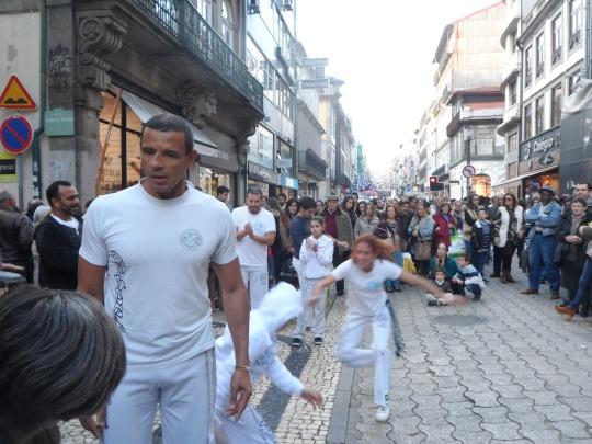Un ricordo - anche genetico - del periodo coloniale portoghese in Brasile...                    Capoeira Rua de Santa Catarina       Porto , Portogallo        novembre 2016