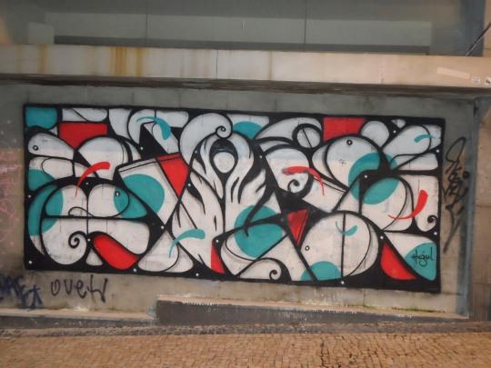Writers ,  ovvero graffitisti portoghesi a Porto.  La globalizzazione è completa o quasi